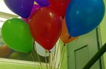 Облако разноцветных шаров на день рождения
