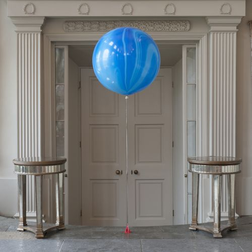 Мраморный шар 70см голубой
